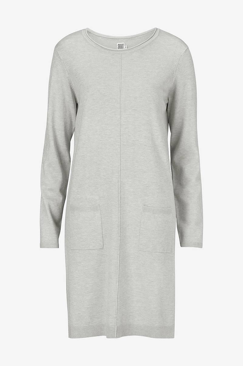 b507ba44bfe6 Stickade klänningar i olika modeller - Shoppa online Ellos.se