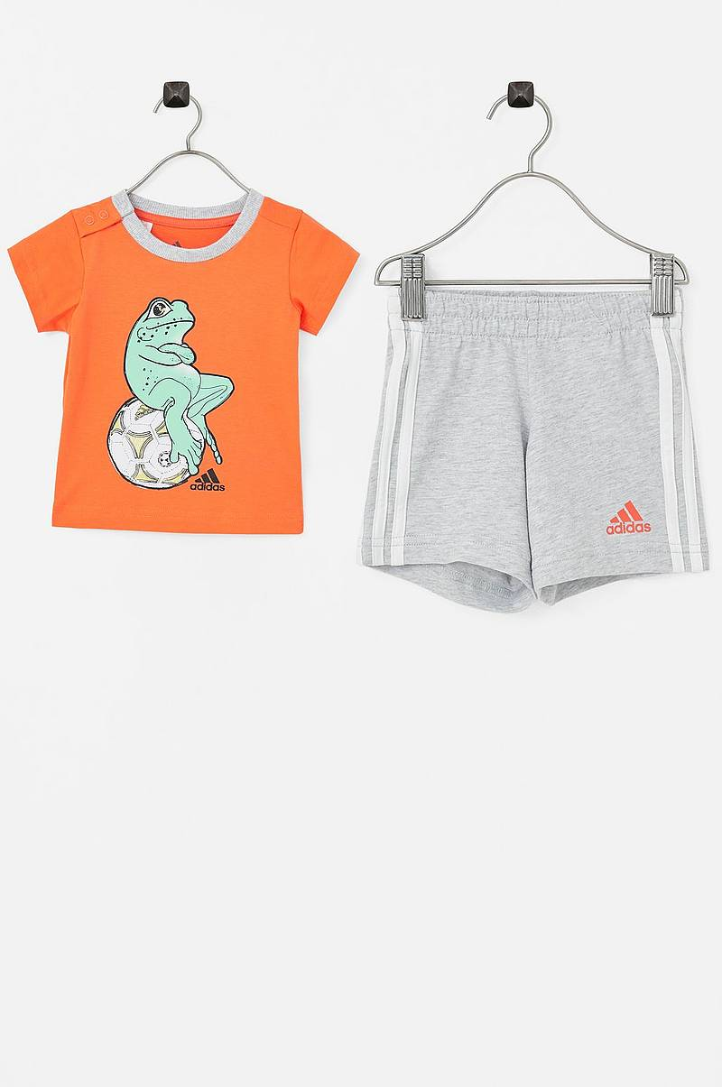 I Animal Set B med t-shirt och shorts