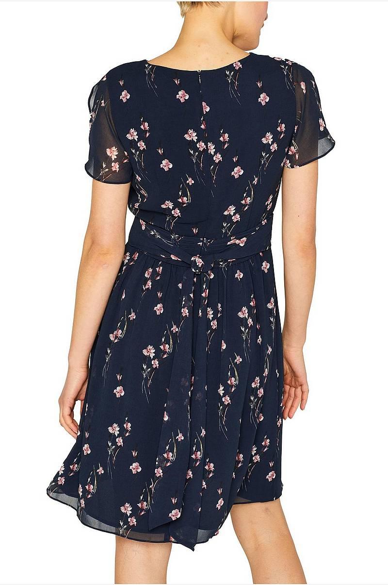 0ad7073955af Esprit Klänningar i olika färger - Shoppa klänning online Ellos.se
