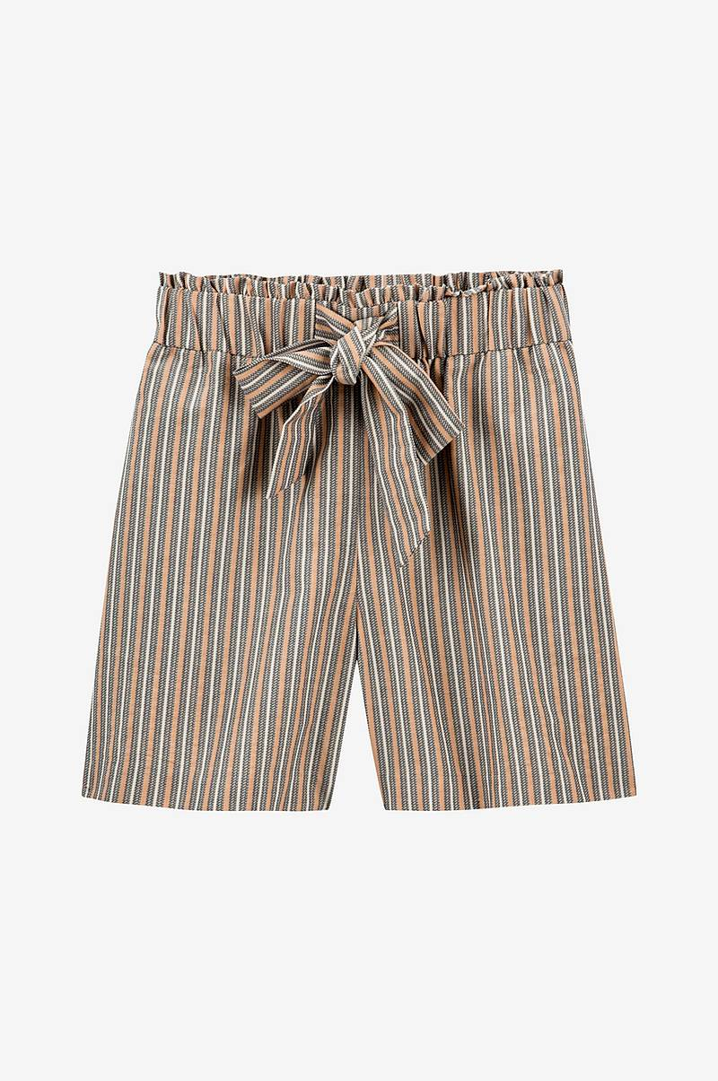 Lang, stripete shorts