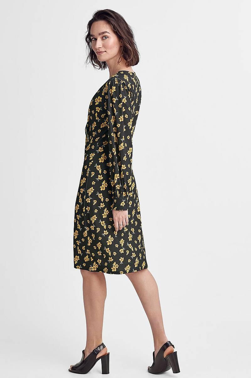RASK LEVERING OG GRATIS BYTTE | Se vårt utvalg kjoler i sesongens trender. Vi fører kjoler fra flere kjente merkevarer. Kjøp kjole på nett hos taradsod.tk