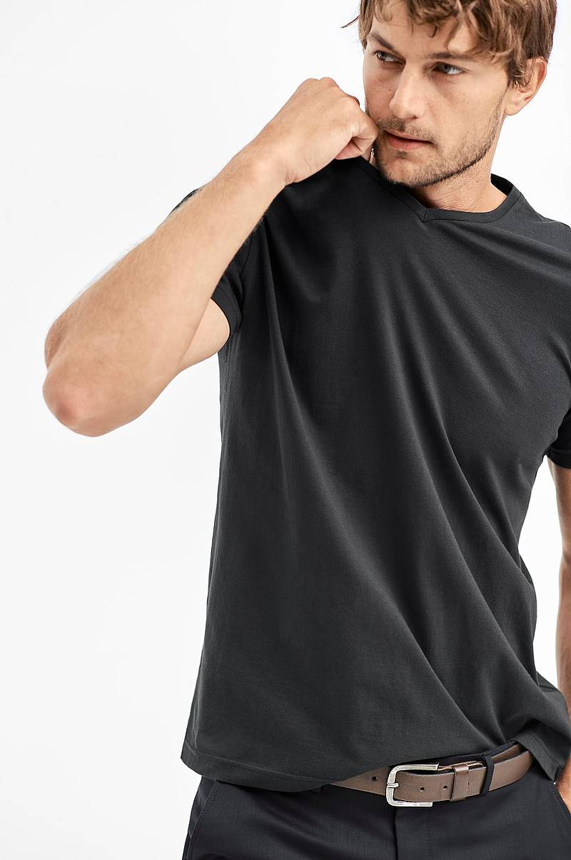 T-shirt Kari med v-hals 59625357781d3