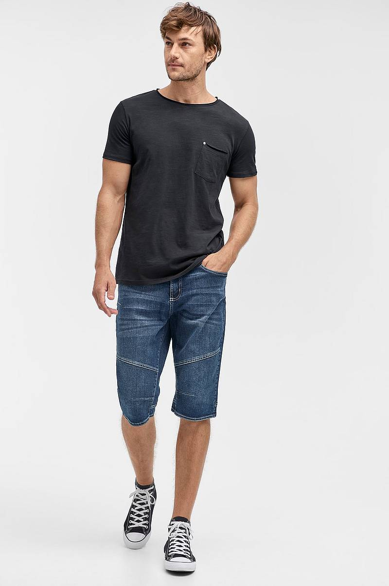 Denimshorts i over knee-model