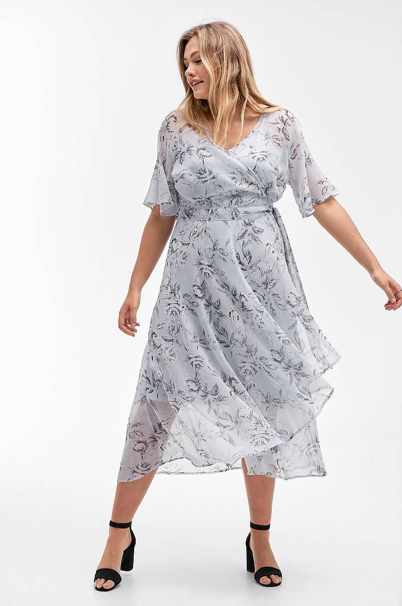 bc3cca61 Blomstrede lange kjoler