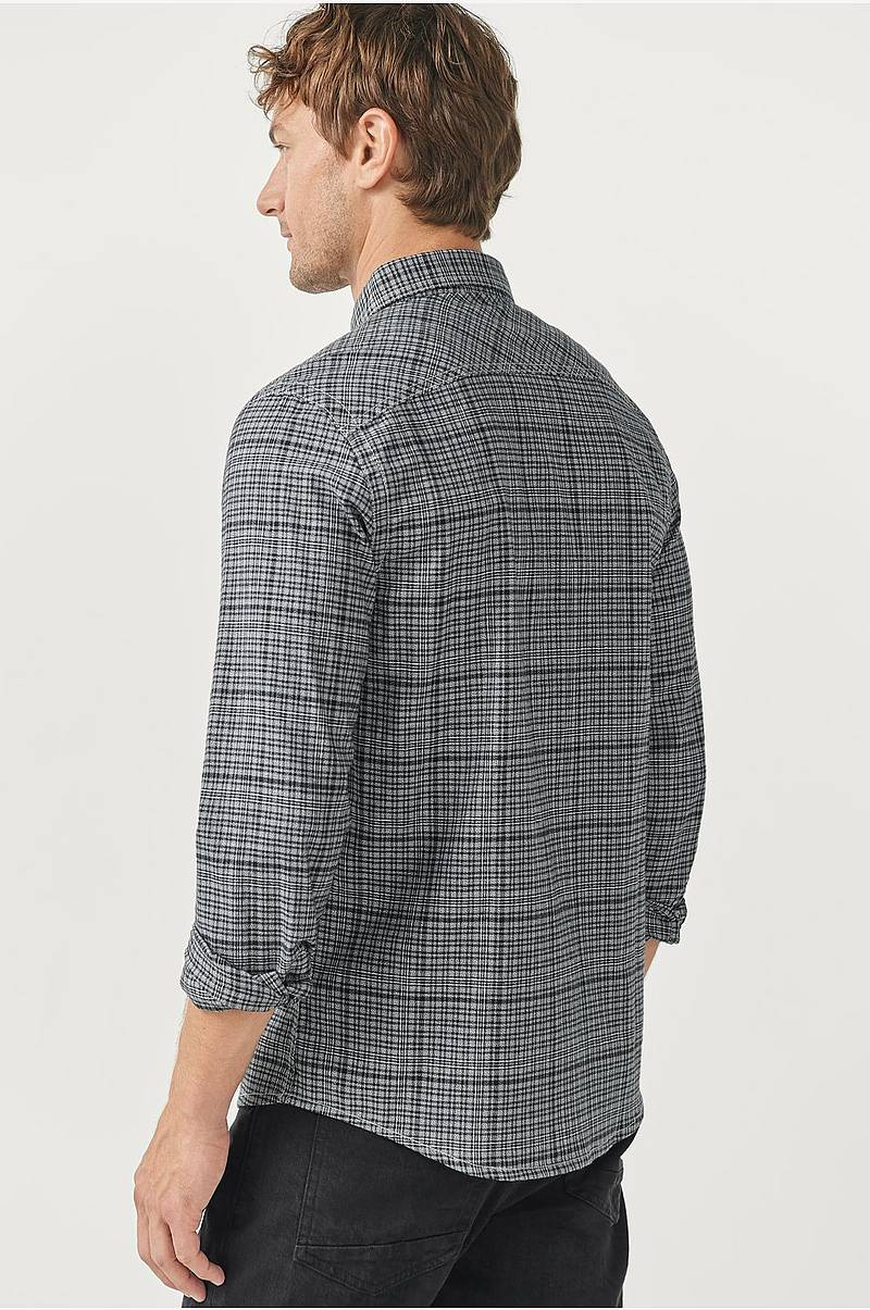 Ternet skjorte med button down-krave