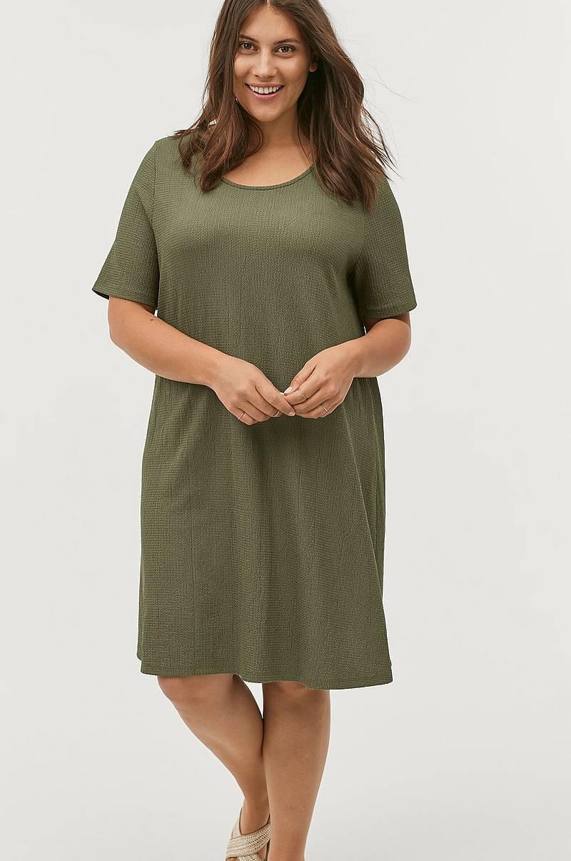 d016fc1d372f Ellos-plus-collection Trikåklänningar i olika färger - Shoppa online ...