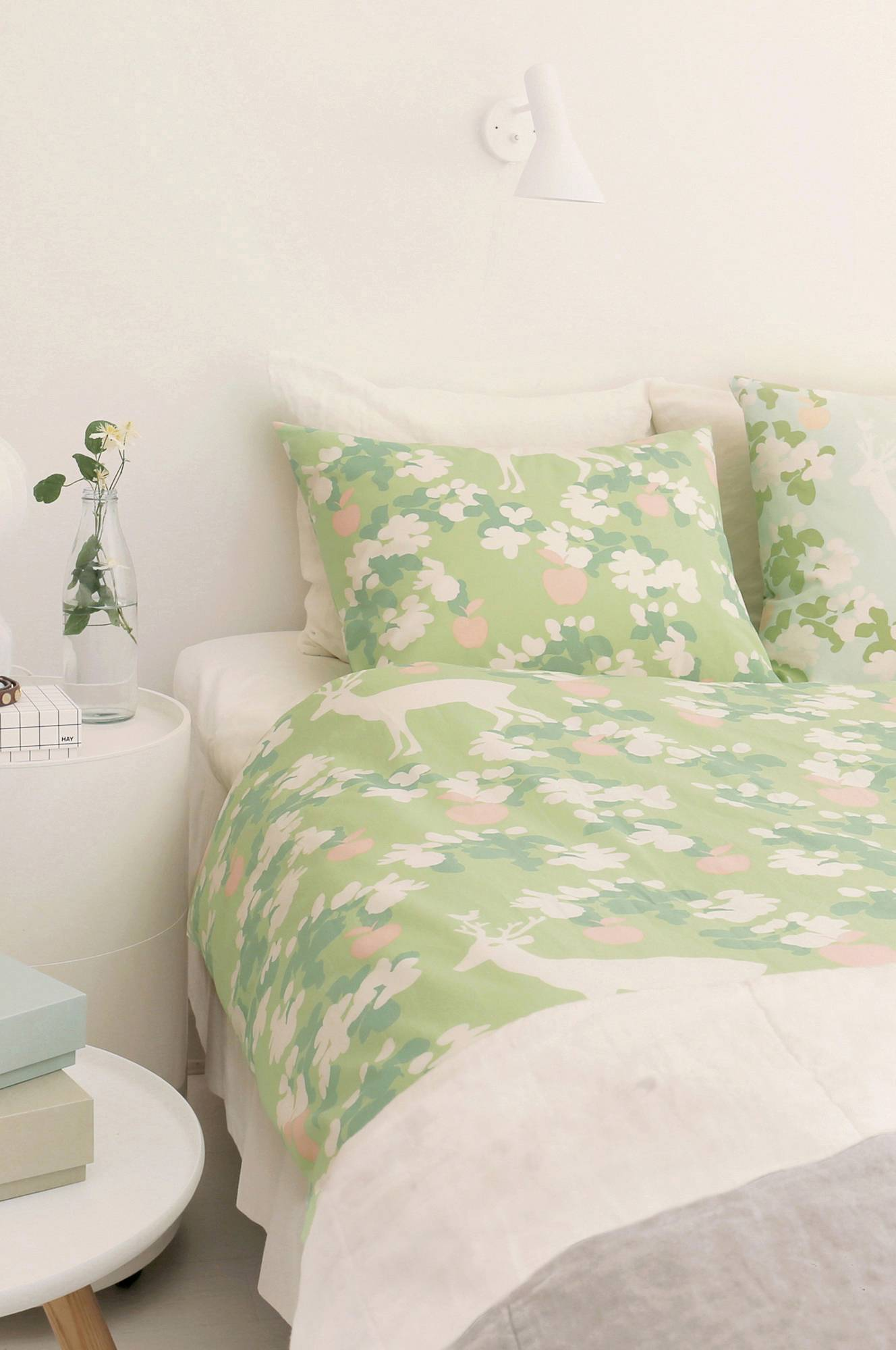 Apple Garden -tyynyliina