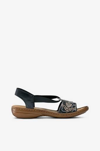 Sandaalit, joissa metallirengas