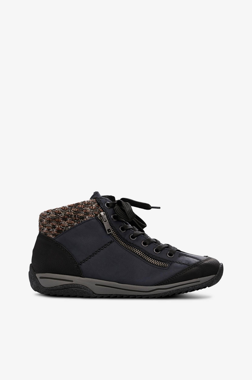 Lämminvuoriset kengät