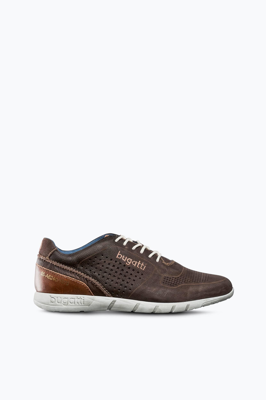 Kengät, joissa kauniit detaljit