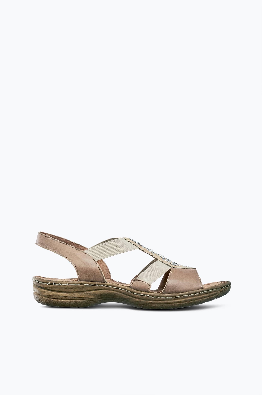 Sandaalit, joissa pienet niitit