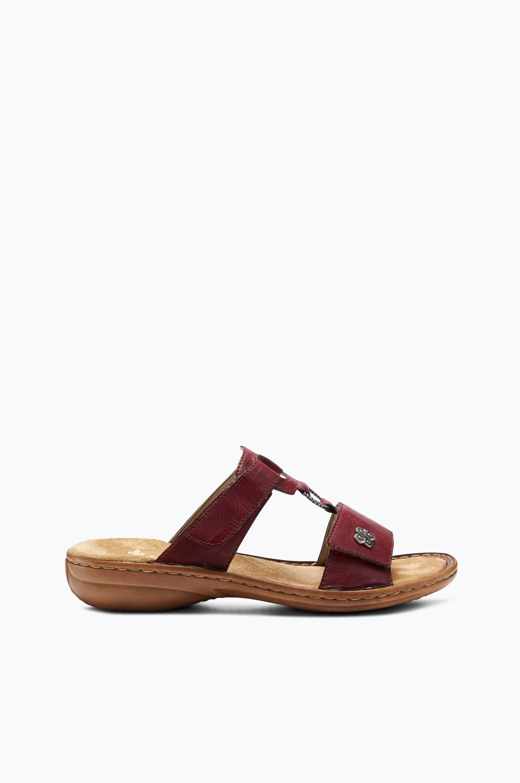 Sandaalit, joissa miellyttävä istuvuus