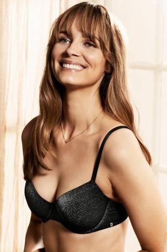 Kaarituelliset rintaliivit, joissa kimalletta