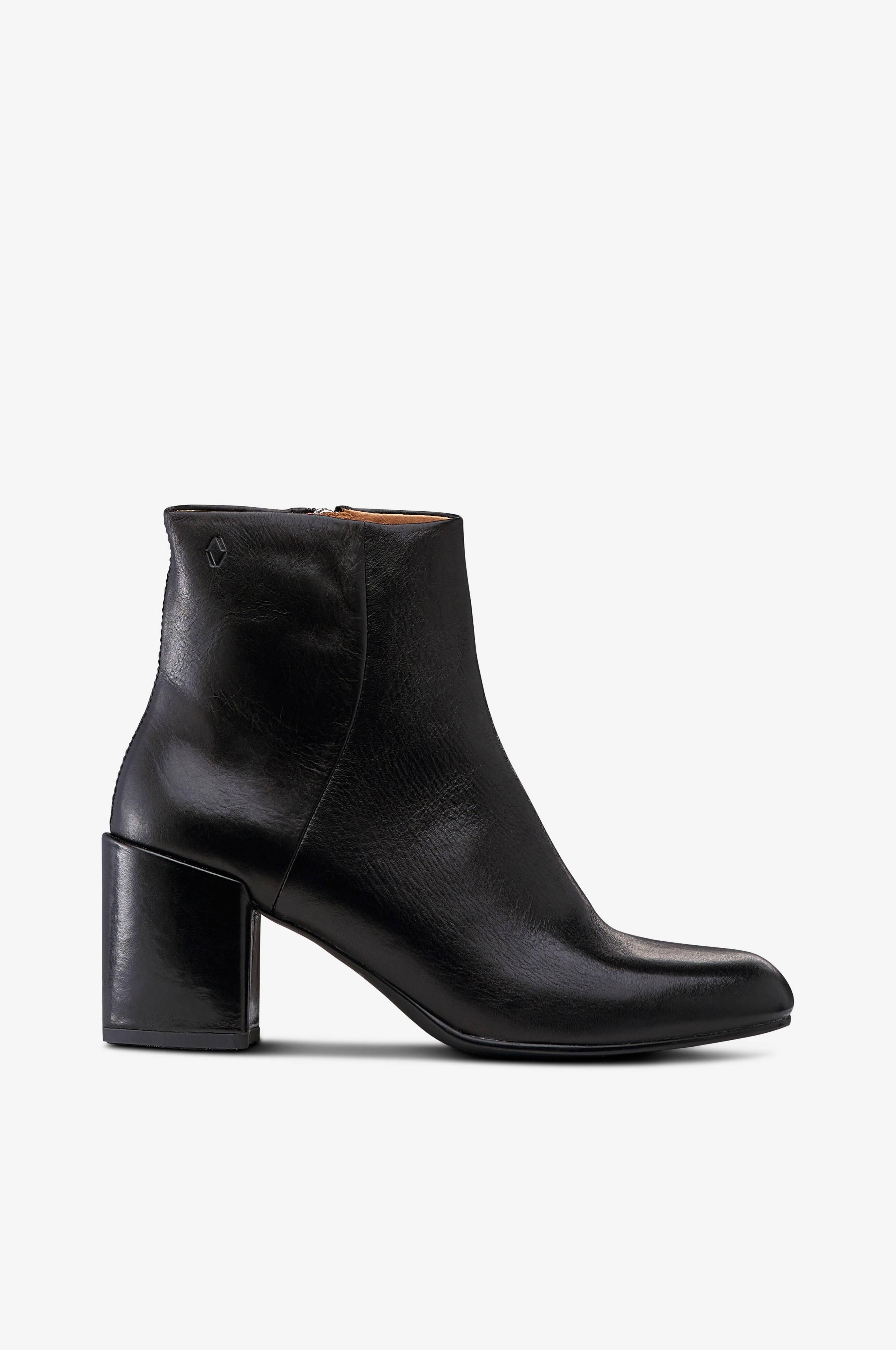Boots Melina