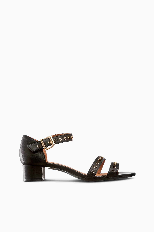 Sandaletit, joissa kultakoriste