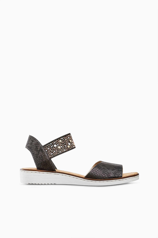 Sandaalit, joissa niitit