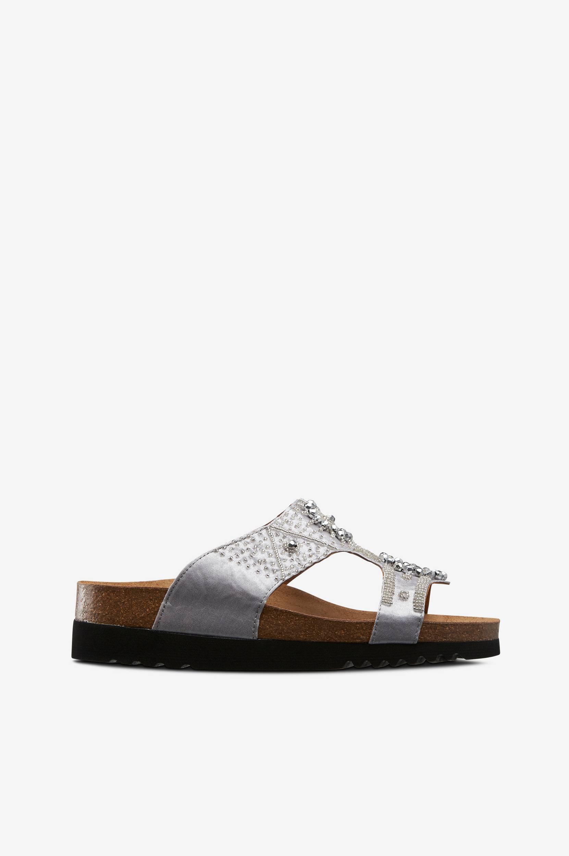 New Katalina Adapta -sandaalit, joissa helmiä