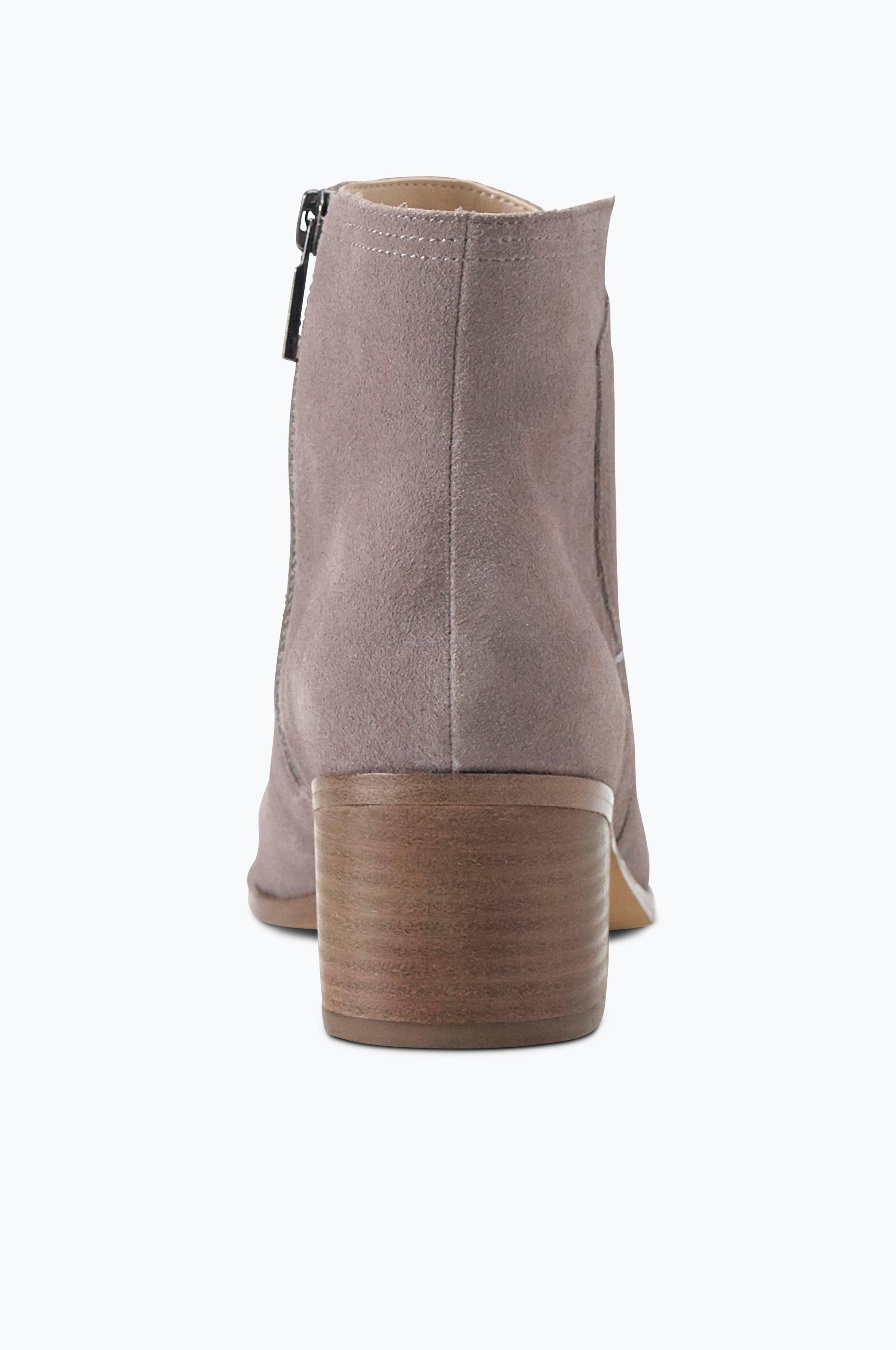 Boots Premium finns i mocka och skinn