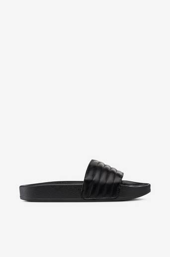 Sandaalit, joissa jalanmukainen pohja