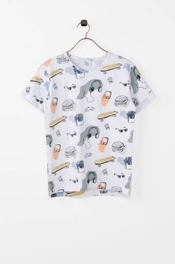T-paita, jossa painettu kuvio