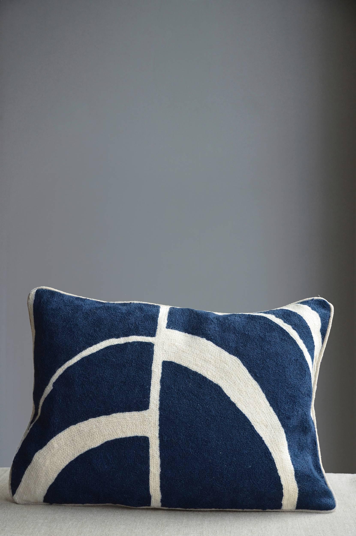 Arches-tyyny, käsinbrodeerattu, 30x50 cm