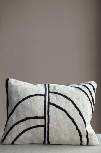 Arches tyyny, käsinbrodeerattu, 30x50 cm