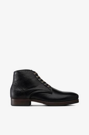 Banished-kengät
