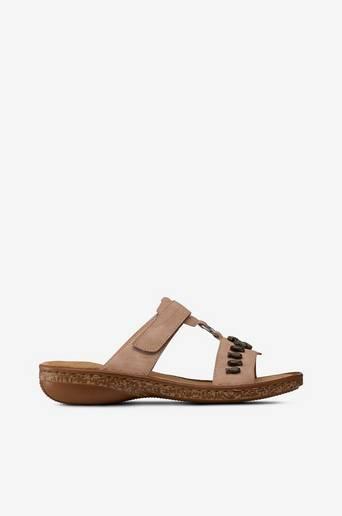 Sandaalit, joissa koristesimpukoita