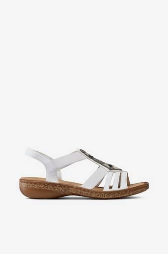 Sandaalit, joissa helmiä