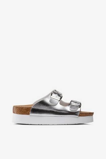 Sandaalit, joissa korkea pohja