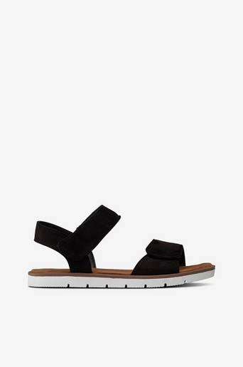 Sandaalit, joissa leveät remmit