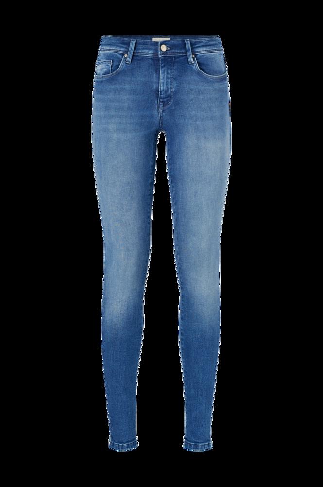 Jeans onlShape Reg SK Dnm Reg Skinny fra Only i stretchdenim med smal pasform. Model med fem lommer og nitter. Lynlås i gylpen.