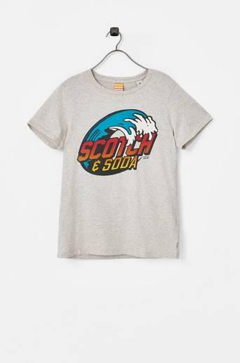 T paita, jossa painatus