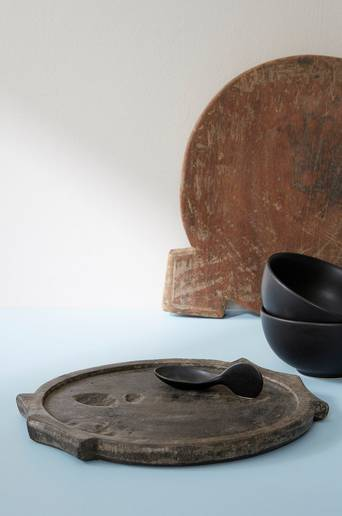 Kivialusta, jossa reuna ja kahvat, vintage