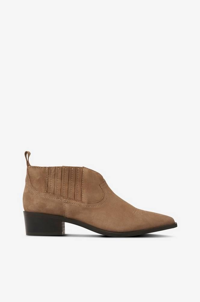 Shoe Biz Boots Sun Goat Suede