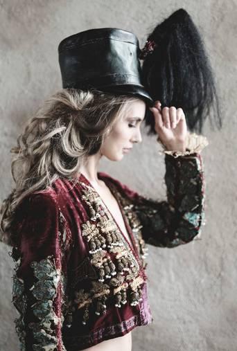 Juliste Elle - The girl in a matador jacket 50x70