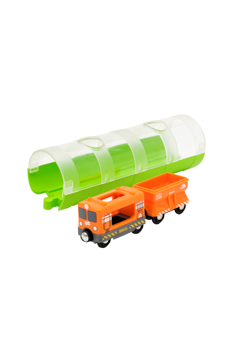 33891 Godståg och tunnel