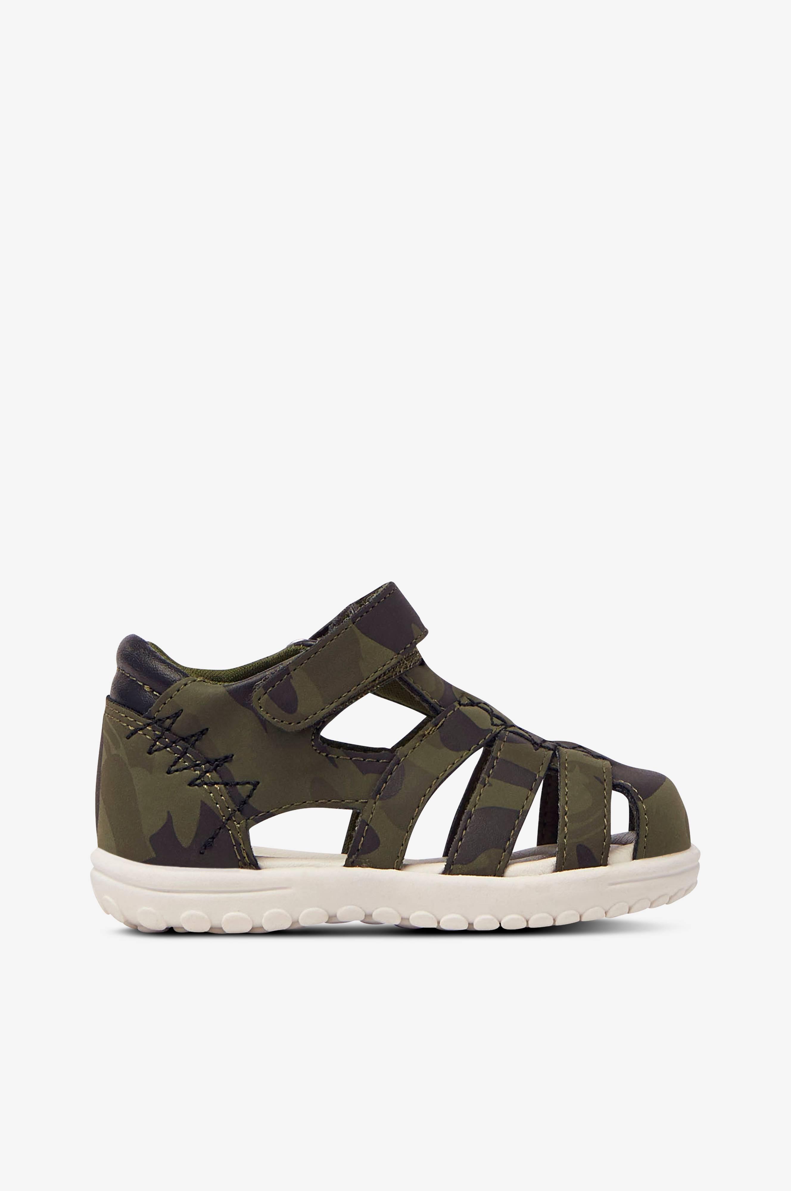 Sandaalit, umpinainen kärki