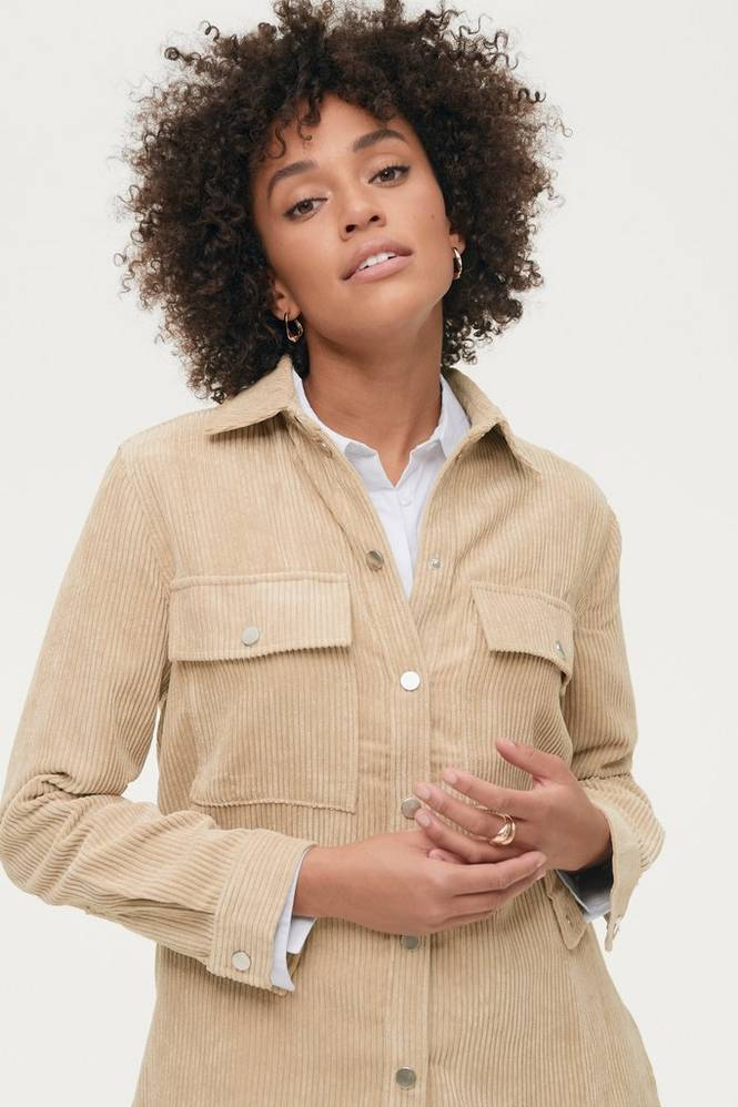 Se Gina Tricot Fløjlsskjorte Cory Corduroy Shirt ved Ellos