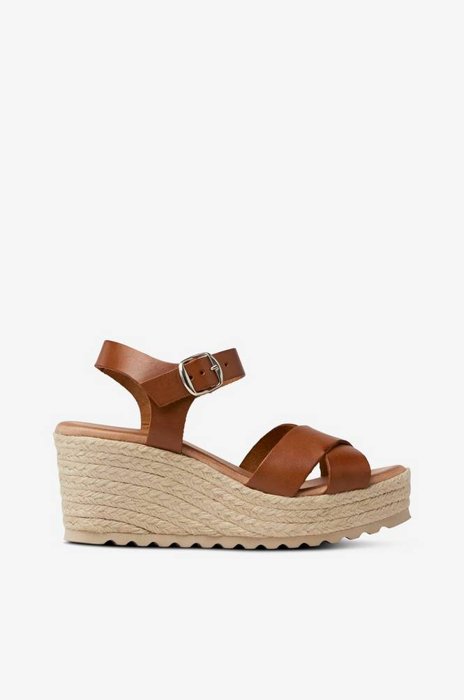 Bianco Sandal viaDaneen Sandal