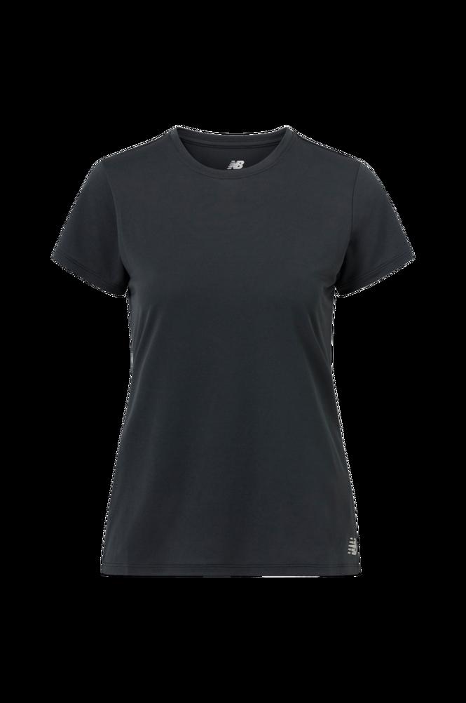 Se New Balance Træningstop Core Basic Short Sleeve ved Ellos