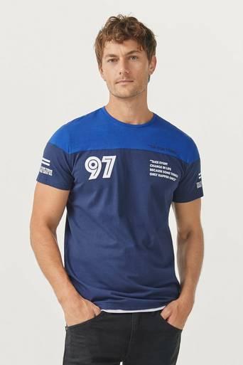 T-paita, jossa palkkivärit