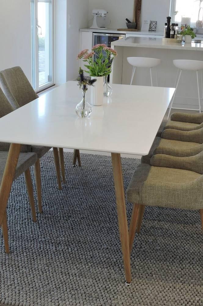 Matgrupp med Polarbord och 6 st Plaza stolar