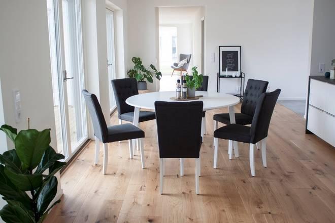 Bilde av Beatrice bord 140 + Åryd stol (6-pk)