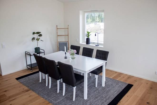 Bilde av Beatrice bord (Extention) 180 + Åryd stol (6-pk)