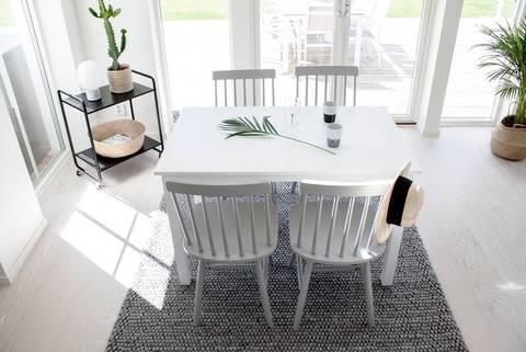 Matgrupp med Beatrice bord 120 och 4 st Lönneberga stol