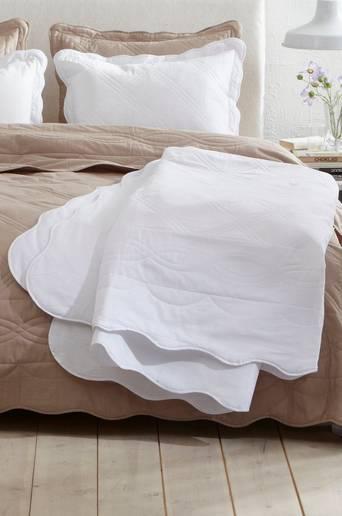 LINN-päiväpeite kapeaan sänkyyn 180x260 cm Luonnonvalkoinen