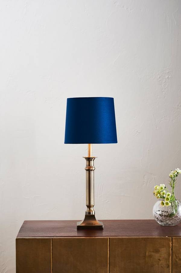 Bilde av ARIEL bordlampe - lav - Antik mässing/blå