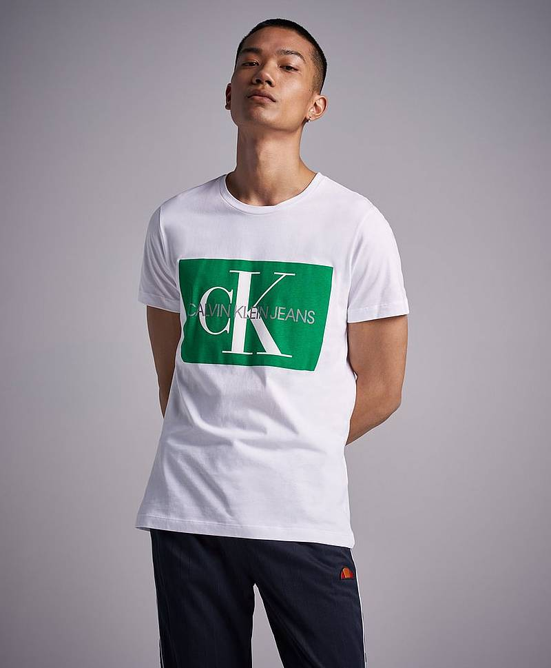 Monogram Box Logo Slim SS 901 Bright White / Jolly Green
