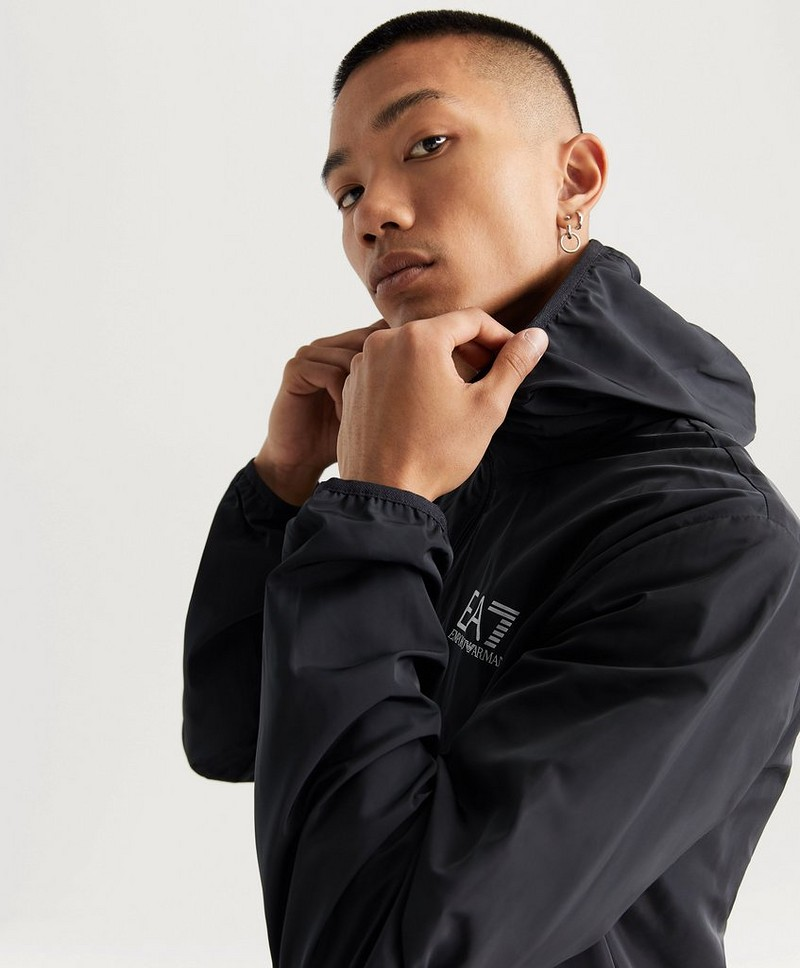 Train Core Id M Hood Jacket